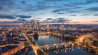 Frankfurt ist die einzige Stadt in Deutschland mit einer stadtbildprägenden Skyline. Die Skyline insgesamt und einzelne Hochhäuser sind Wahrzeichen Frankfurts. Mehr als 30 Gebäude erreichen eine strukturelle Höhe über 100 Meter.