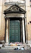 Roma  2005 .Piazza della Chiesa Nuova.Senza fissa dimora dorme per la strada.Homeless sleeps on the street..