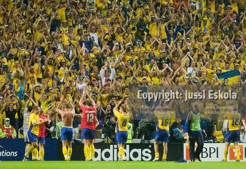 Swedish supporters, 22.6.2004.&amp;#xA;Euro 2004.&amp;#xA;Photo: Jussi Eskola<br />