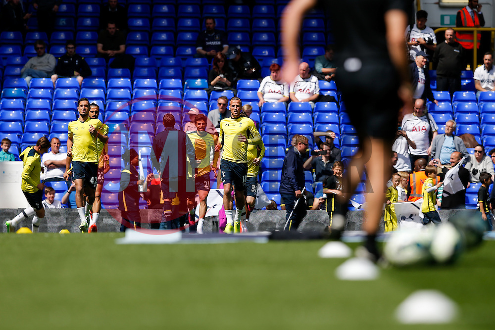 Harry Kane of Tottenham Hotspur warms up with his teamates before the last home game of the season - Photo mandatory by-line: Rogan Thomson/JMP - 07966 386802 - 16/05/2015 - SPORT - FOOTBALL - London, England - White Hart Lane - Tottenham Hotspur v Hull City - Barclays Premier League.