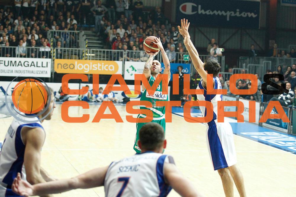 DESCRIZIONE : Cantu Campionato Lega A 2011-12 Bennet Cantu Sidigas Avellino<br /> GIOCATORE : Valerio Spinelli<br /> CATEGORIA : Tiro Three Points<br /> SQUADRA : Sidigas Avellino<br /> EVENTO : Campionato Lega A 2011-2012<br /> GARA : Bennet Cantu Sidigas Avellino<br /> DATA : 13/11/2011<br /> SPORT : Pallacanestro<br /> AUTORE : Agenzia Ciamillo-Castoria/G.Cottini<br /> Galleria : Lega Basket A 2011-2012<br /> Fotonotizia : Cantu Campionato Lega A 2011-12 Bennet Cantu Sidigas Avellino<br /> Predefinita :