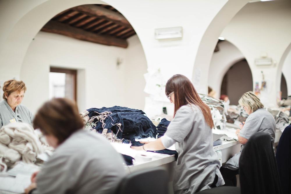 08 NOV 2011 - Solomeo (PG) - Brunello Cucinelli: produzione della maglieria.