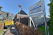 Nederland, Loppersum, 15-4-2015Beelden uit het gebied in de provincie Groningen die ernstig te lijden heeft onder de gevolgen van de gaswinning door de NAM. 43 Huizen met aardbevingsschade zullen gesloopt moeten worden. De gaswinning in de nabijheid van dit dorp moet gestopt worden. Er zijn enkele winlocaties vlakbij zoals bij 't Zandt en Zeerijp.Foto: Flip Franssen/ Hollandse Hoogte