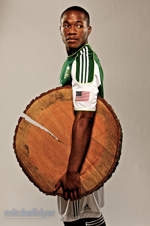 Photo of Darlington Nagbe from the Portland Timbers posing with a log slab.