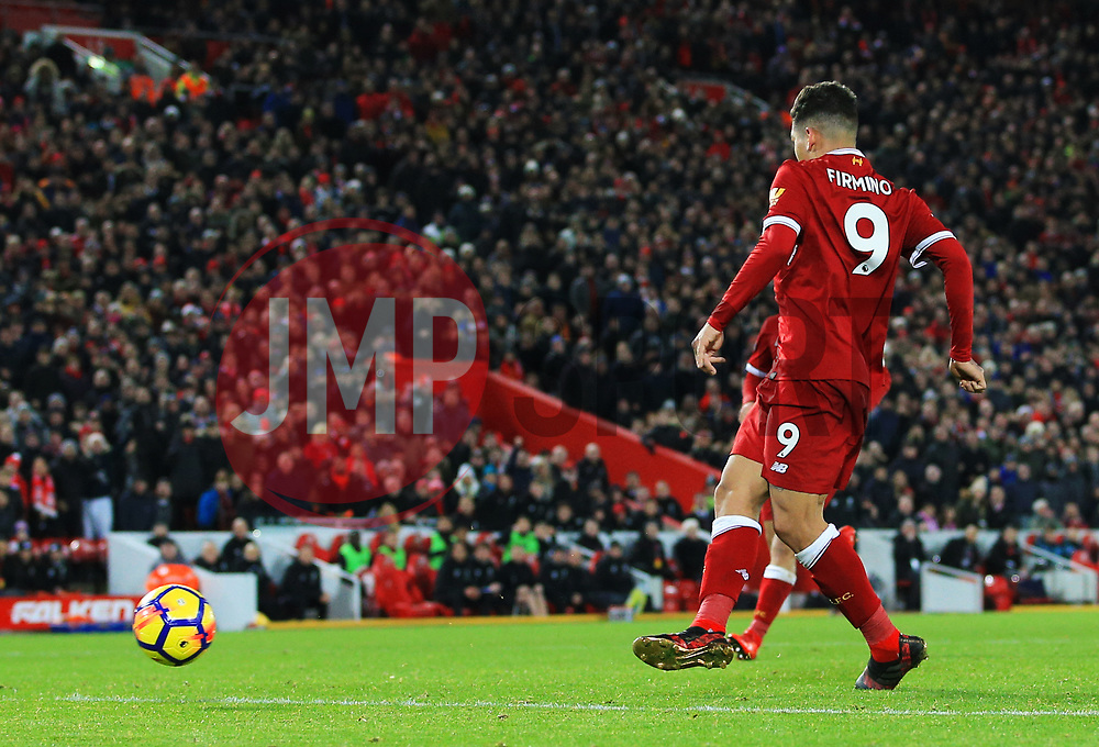 Roberto Firmino of Liverpool scores his sides fourth goal - Mandatory by-line: Matt McNulty/JMP - 26/12/2017 - FOOTBALL - Anfield - Liverpool, England - Liverpool v Swansea City - Premier League