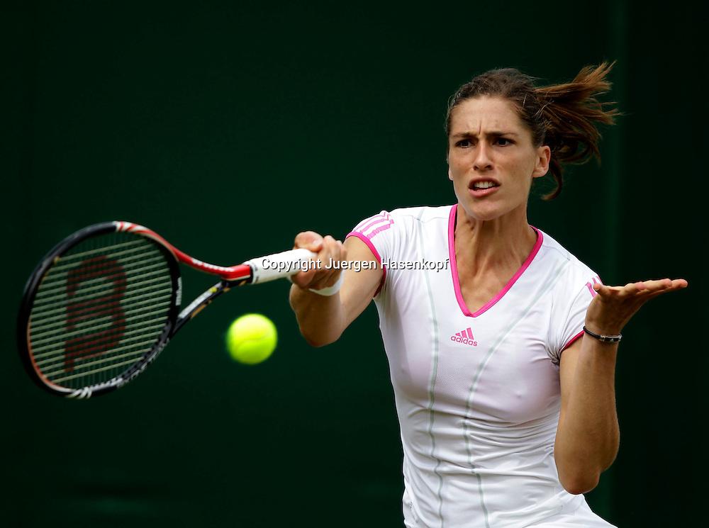 Wimbledon Championships 2011, AELTC,London,.ITF Grand Slam Tennis Tournament, Andrea Petkovic (GER),Einzelbild,Aktion,Halbkoerper,Querformat,
