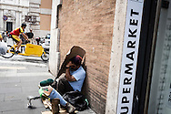 Roma, Lazio, Italia, 30/05/2016<br /> Un senzatetto nel centro storico di Roma, a pochi passi dal Senato.<br /> <br /> Rome, Lazio, Italy, 30/05/2016<br /> An homeless in the Rome historical city center, few steps far from the Senate.