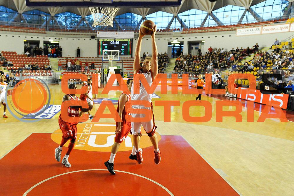 DESCRIZIONE : Roma Lega A 2012-13 Acea Roma Trenkwalder Reggio Emilia<br /> GIOCATORE : Olek Czyz<br /> CATEGORIA : schiacciata sequenza<br /> SQUADRA : Acea Roma<br /> EVENTO : Campionato Lega A 2012-2013 <br /> GARA : Acea Roma Trenkwalder Reggio Emilia<br /> DATA : 14/10/2012<br /> SPORT : Pallacanestro <br /> AUTORE : Agenzia Ciamillo-Castoria/GiulioCiamillo<br /> Galleria : Lega Basket A 2012-2013  <br /> Fotonotizia : Roma Lega A 2012-13 Acea Roma Trenkwalder Reggio Emilia<br /> Predefinita :