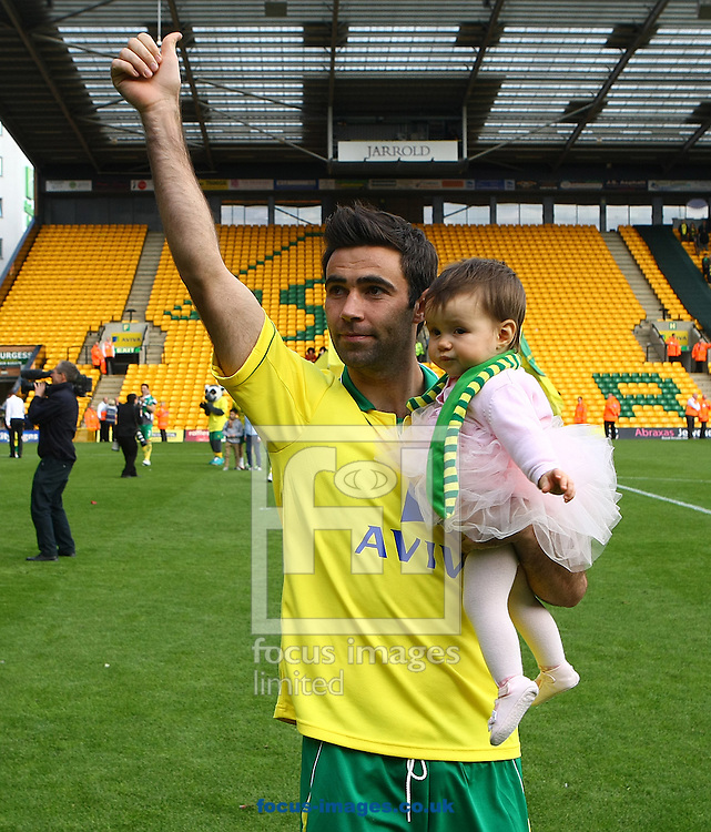 Picture by Paul Chesterton/Focus Images Ltd.  07904 640267.13/05/12.Simon Lappin of Norwich and his child on the lap of appreciation after the Barclays Premier League match at Carrow Road Stadium, Norwich.