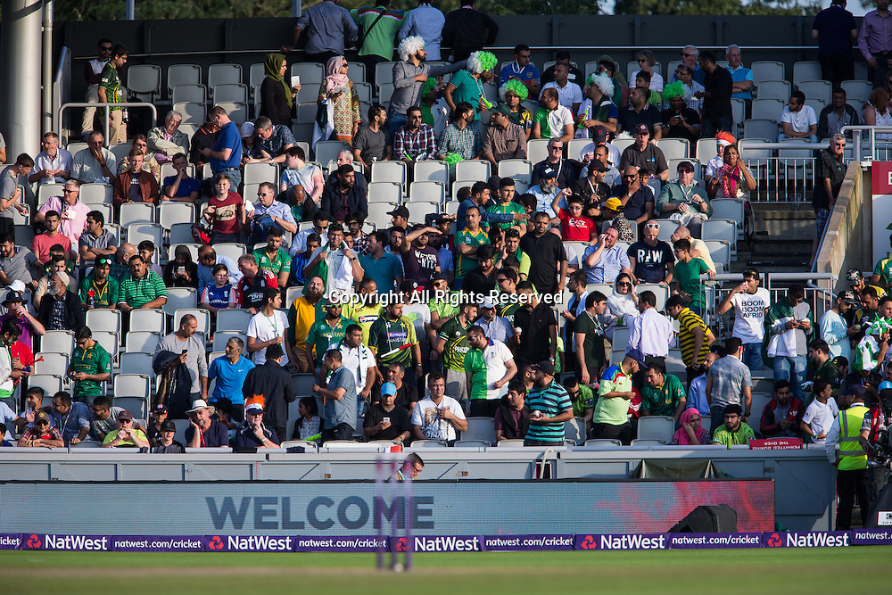 07.09.2016. Old Trafford, Manchester, England. Natwest International T20 Cricket. England Versus Pakistan. Fans start to fill the stands.