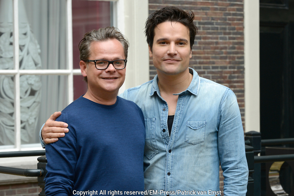Perspresentatie van de film Chez Nous in Hotel The Grand, Amsterdam <br /> <br /> Op de foto: Regiseur Tim Oliehoek en scenarioschrijver Frank Houtappels