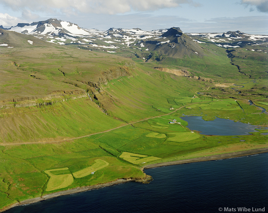Mávahlíð, Tröð og Fagrahlíð séð til suðurs, Snæfellsbær áður Fróðárhreppur / Mavahlid, Trod and Fagrahlid viewing south. Snaefellsbaer former Frodarhreppur.
