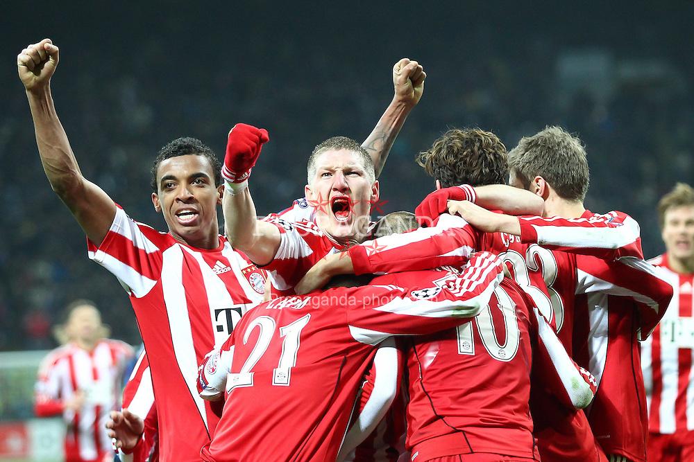 23.02.2011, Giuseppe Meazza, Mailand, ITA, UEFA CL Achtelfinale, Inter Mailand (ITA) vs Bayern Muenchen (GER), im Bild Jubel nach dem 1-0  durch Mario Gomez (Bayern #33) mit Arjen Robben (Bayern #10)  Philipp Lahm (Bayern #21) und Bastian Schweinsteiger (Bayern #31) und Luiz Gustavo (Bayern #30) , EXPA Pictures © 2011, PhotoCredit: EXPA/ nph/  Straubmeier       ****** out of GER / SWE / CRO  / BEL ******