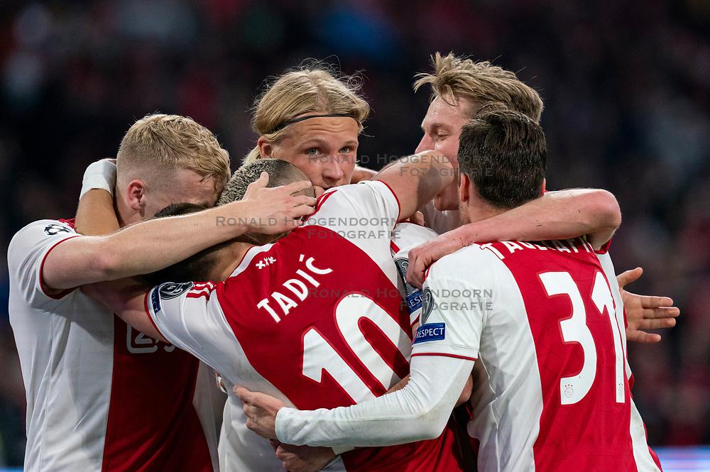08-05-2019 NED: Semi Final Champions League AFC Ajax - Tottenham Hotspur, Amsterdam<br /> After a dramatic ending, Ajax has not been able to reach the final of the Champions League. In the final second Tottenham Hotspur scored 3-2 / Hakim Ziyech #22 of Ajax scores 2-0, Dusan Tadic #10 of Ajax, Kasper Dolberg #25 of Ajax, Frenkie de Jong #21 of Ajax, Donny van de Beek #6 of Ajax