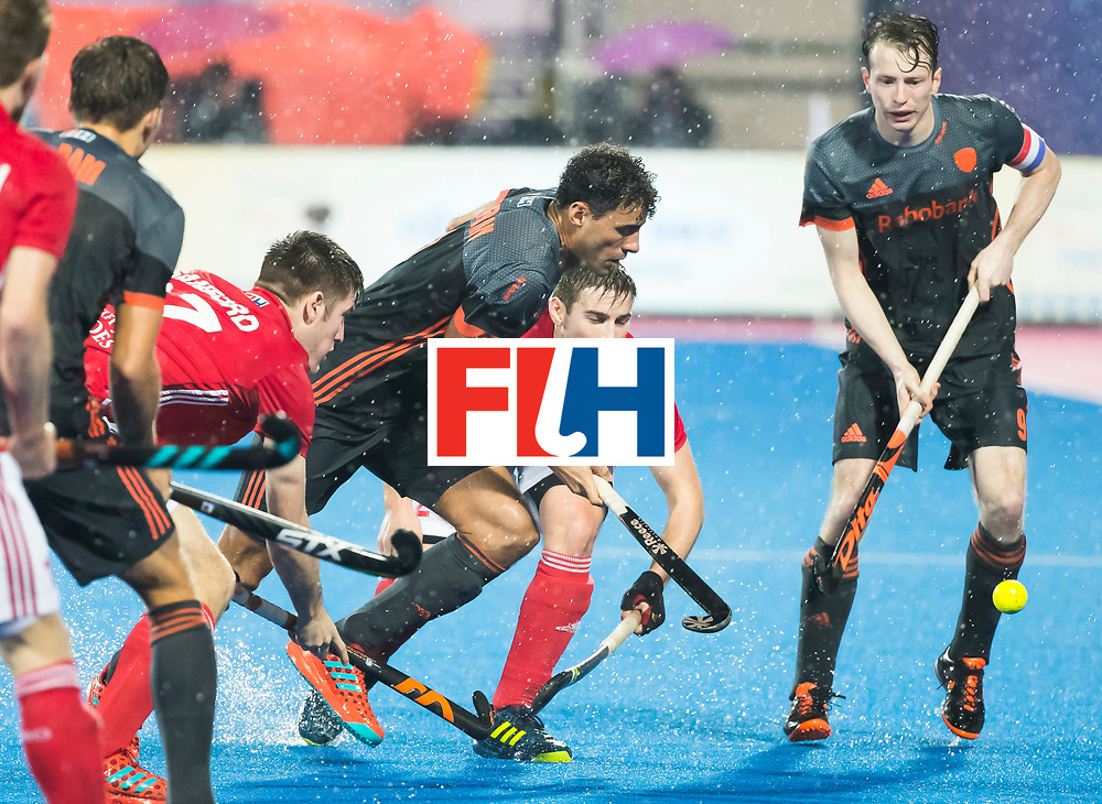 BHUBANESWAR - Glenn Schuurman (Ned) aan de bal tijdens  de Hockey World League Finals , de wedstrijd om de 7e plaats, Engeland-Nederland (0-1). rechts Seve van Ass (Ned)  COPYRIGHT KOEN SUYK