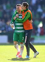 FUSSBALL     1. BUNDESLIGA      29. SPIELTAG    SAISON 2016/2017  SV Werder Bremen - Hamburger SV                   16.04.2017 Freude nach dem Abpfiff: Florian Kainz (li) und Aron Johannsson (re, beide SV Werder Bremen)
