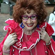NLD/Amsterdam/20081005 - Première Sinterklaas en het Geheim van het Grote Boek, Hetty Heyting als Tante Til
