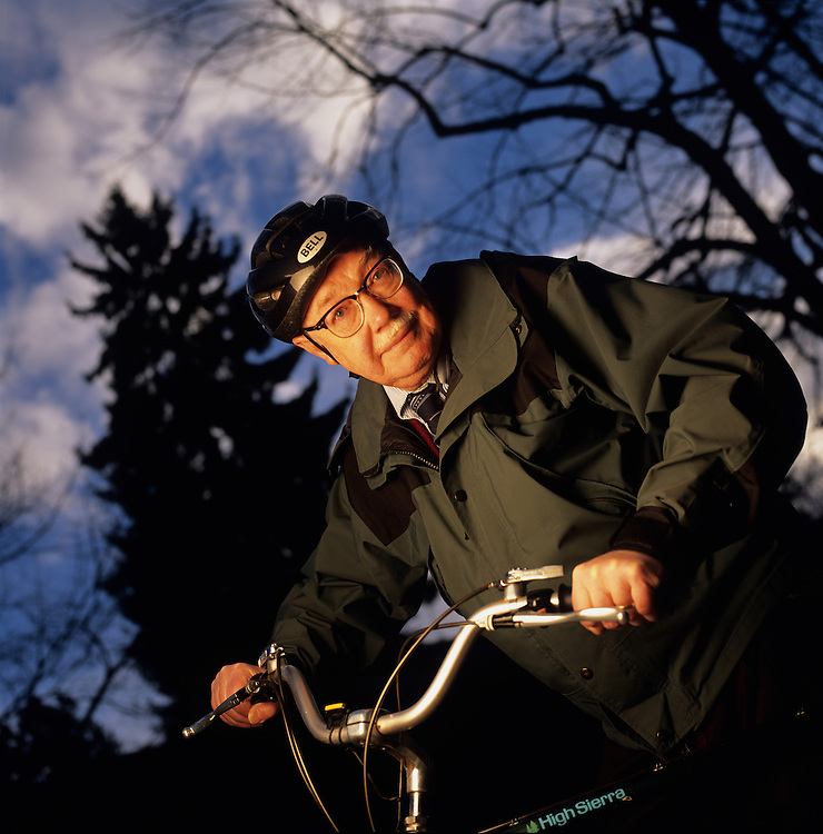 USA, Oregon, Eugene, (MR) Physics professor Russell Donnelly bicycles to his office at the University of Oregon