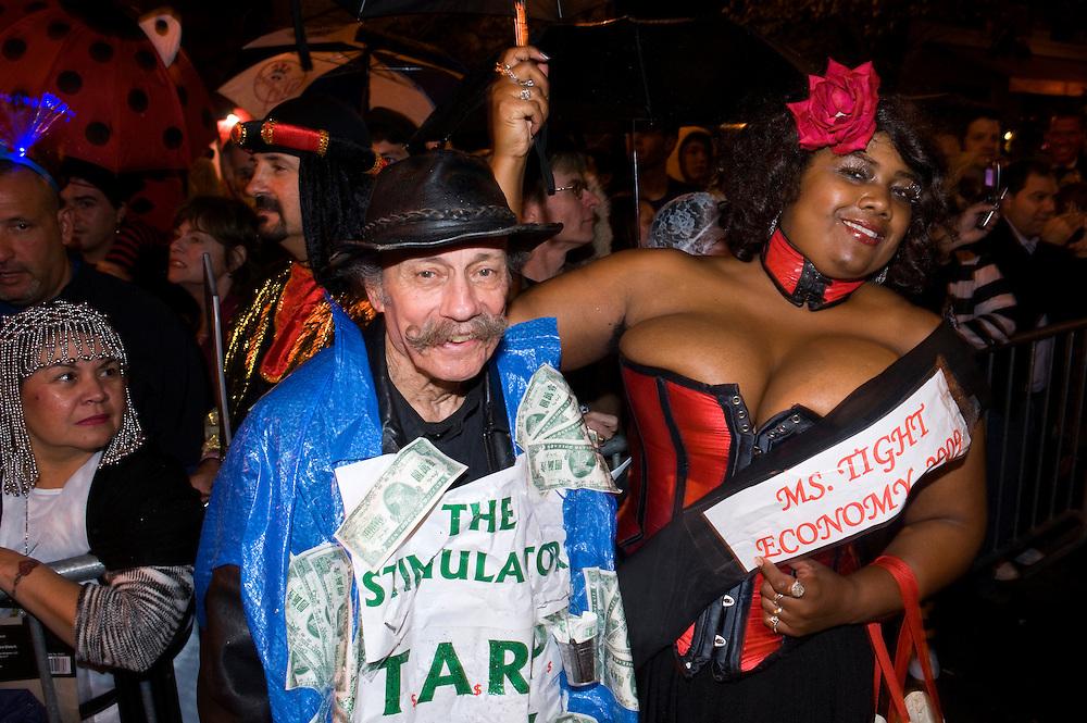 New York City Halloween Parade 2009 6th Avenue USA Tradition traditionell Brauchtum Kostueme Bevoelkerung Fest Feier Strassenfest Miss Tight Economy 2009 The Stimulator .
