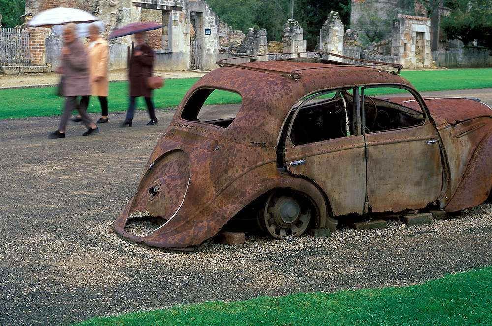 27/09/98 - ORADOUR SUR GLANE - HAUTE VIENNE - FRANCE - Ruines du village martyre - Photo Jerome CHABANNE