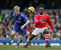 Photo: Lee Earle.<br /> Chelsea v Charlton Athletic. The Barclays Premiership. 22/01/2006. Chelsea's Damien Duff (L) and Chris Powell keep their eye on the ball.