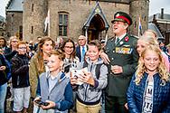 24&ndash;6-2017 DEN HAAG - Koning Willem-Alexander en minister-president Rutte en minister Jeanine Hennis-Plasschaert (Defensie) wonen zaterdag 24 juni 2017 in Den Haag de 13e Nederlandse Veteranendag bij. De dag begint met een bijeenkomst in de Ridderzaal waar de minister-president een toespraak houdt. Aansluitend krijgen veteranen op het Binnenhof medailles uitgereikt. Vier personen krijgen de medaille opgespeld door onder anderen de minister-president en minister Hennis-Plasschaert van Defensie. Naast deze groep krijgen tachtig veteranen de Herinneringsmedaille voor Internationale Missies.<br /> Na afloop van de uitreiking van de medailles, heeft de Koning onder andere een korte ontmoeting met leerlingen van de winnende klas van de scholierenvlogwedstrijd 'Veteranen Bedankt' en met de vier decorandi.<br /> In de middag neemt de Koning het defil&eacute; af op de Kneuterdijk waaraan ruim honderd detachementen deelnemen. Vijftig detachementen zijn veteranen en de overige detachementen vertegenwoordigen de krijgsmachtdelen. COPYRIGHT ROBIN UTRECHT <br /> <br /> 24-6-2017 The Hague - King Willem-Alexander and Prime Minister Rutte and Minister Jeanine Hennis-Plasschaert (Defense) will attend the 13th Dutch Veterans Day on Saturday, June 24, 2017 in The Hague. The day begins with a meeting in the Knight Hall where the Prime Minister holds a speech. Subsequently, veterans will be awarded at the Binnenhof medals. Four people get the medal spun by, among others, the Prime Minister and Minister of Defense Hennis-Plasschaert. In addition to this group, eighty veterans receive the Reminder Medal for International Missions.<br /> Following the award of the medals, the King, among other things, has a brief encounter with students of the winning class of the &quot;Veterans Thanks&quot; school contest and with the four decorandi.<br /> In the afternoon, the King takes over the defilement at the Kneuterdijk, where more than 100 detachments participate. Fifty detachments are vetera