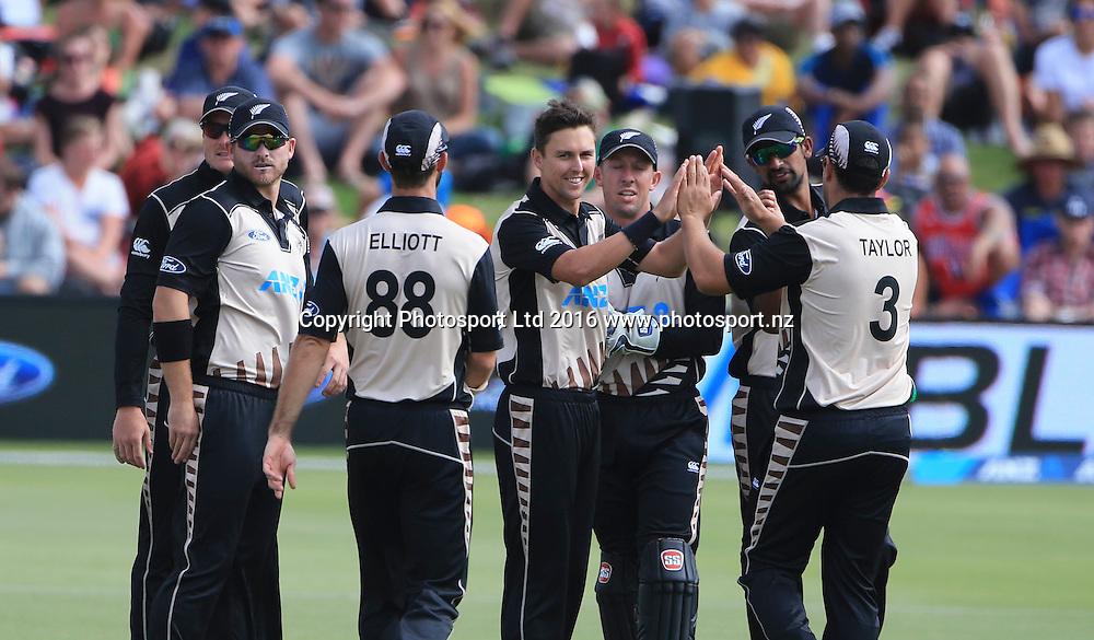 New Zealand's Trent Boult celebrates with team mates. First cricket T20, Black Caps v Sri Lanka, Blake Park, Tauranga,  New Zealand. Thursday, 7 January , 2016. Copyright photo: John Cowpland / www.photosport.nz