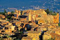 France, Provence, Vaucluse, Roussillon // France, Provence, Vaucluse, Roussillon village