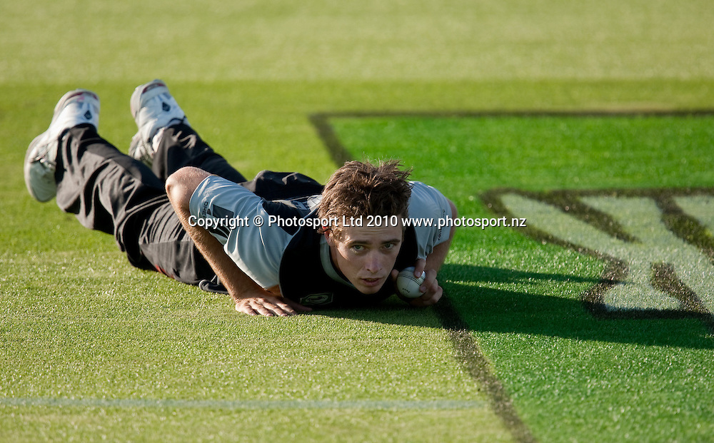 Tim Southee warms up before bowling during the National Bank Twenty20 Series cricket match between Bangladesh and New Zealand Blackcaps won by 10 wickets by the Blackcaps at Seddon Park, Hamilton, New Zealand, Wednesday 03 February 2010. Photo: Stephen Barker/PHOTOSPORT
