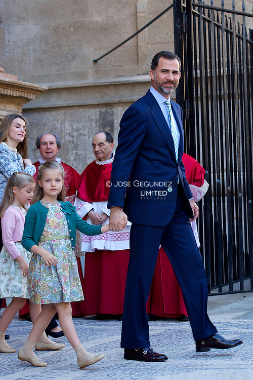 Spanish Royals Queen Sofia, Prince Felipe of Spain, Princess Letizia of Spain, Princess Leonor, Princess Sofia and Princess Elena attend Easter Mass at the Cathedral of Palma de Mallorca on March 31, 2013 in Palma de Mallorca, Spain.