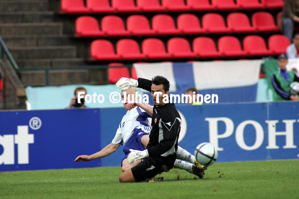 04.09.2004, Ratina Stadium, Tampere, Finland..FIFA World Cup 2006 Qualifying Match, .Finland v Andorra.Mikael Forssell (Finland) v goalkeeper Jes?s Luis Alvarez (Andorra).©Juha Tamminen.....ARK:k