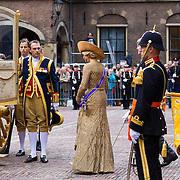 NLD/Den Haag/20130917 -  Prinsjesdag 2013, Koningin Maxima stapt de Gouden koets in