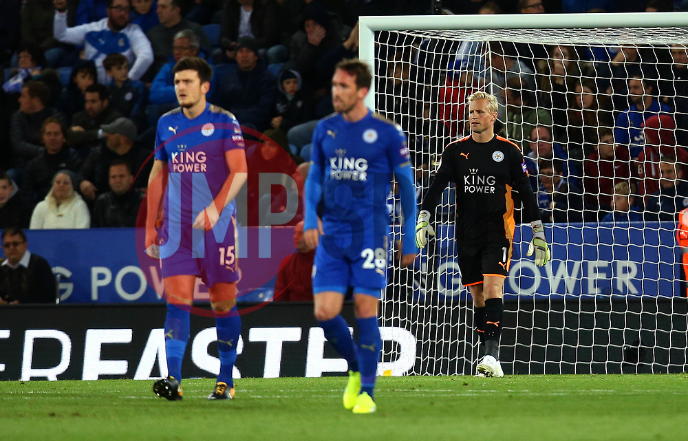 Kasper Schmeichel of Leicester City and his teammates cut dejected figures after conceding a goal - Mandatory by-line: Robbie Stephenson/JMP - 16/10/2017 - FOOTBALL - King Power Stadium - Leicester, England - Leicester City v West Bromwich Albion - Premier League