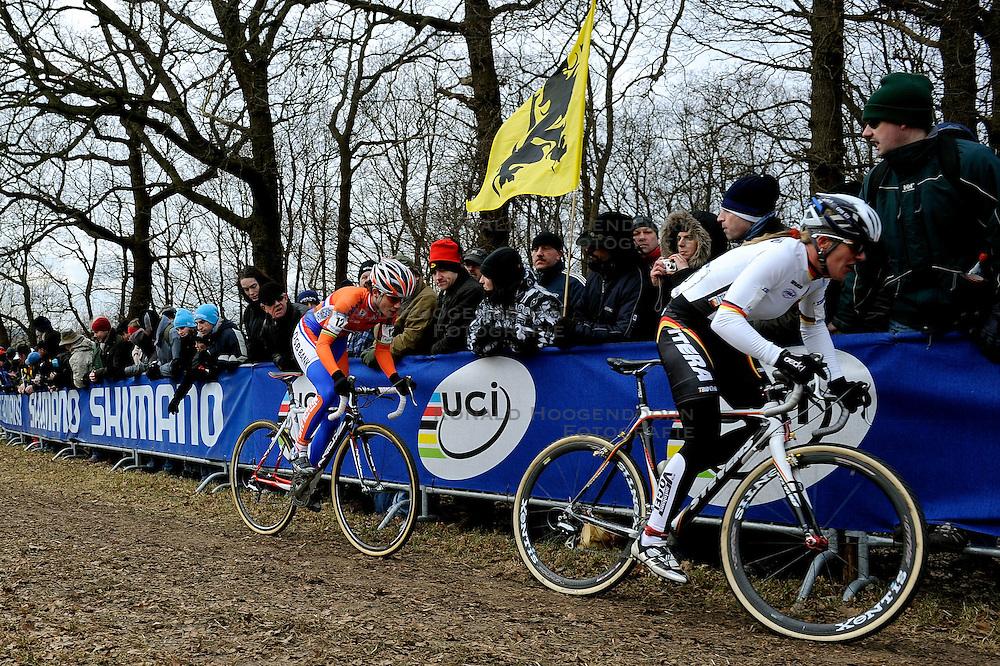 01-02-2009 VELDRIJDEN: WK VROUWEN: HOOGERHEIDE<br /> Wereldkampioen Marianne Vos<br /> &copy;2009-WWW.FOTOHOOGENDOORN.NL