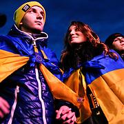 Manifestation d'opposition à Kiev - Ukraine ayant rassemblé près de 20000 personnes le vendredi 29 décembre 2013. Un couple sur la place centrale de Kiev.