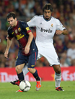 FUSSBALL  INTERNATIONAL  PRIMERA DIVISION  SAISON 2011/2012   23.08.2012 El Clasico  Super Cup 2012 FC Barcelona - Real Madrid  Lionel Messi (li, Barca) gegen Sami Khedira (Real Madrid)
