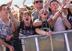 © Licensed to London News Pictures. 28/08/2015. Reading Festival, UK. Festival goers at Reading Festival watch All Time Low perform on the main stage on Day 1 of the festivalPhoto credit: Richard Isaac/LNP