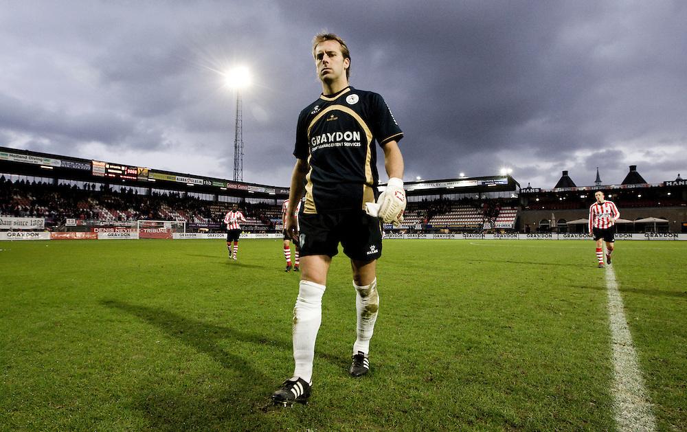 Nederland. Rotterdam, 25 november 2007. <br /> Sparta doelman Sander Westerveld verlaat het veld na de 1-1 tegen FC Twente.<br /> Foto Martijn Beekman <br /> NIET VOOR TROUW, AD, TELEGRAAF, NRC EN HET PAROOL