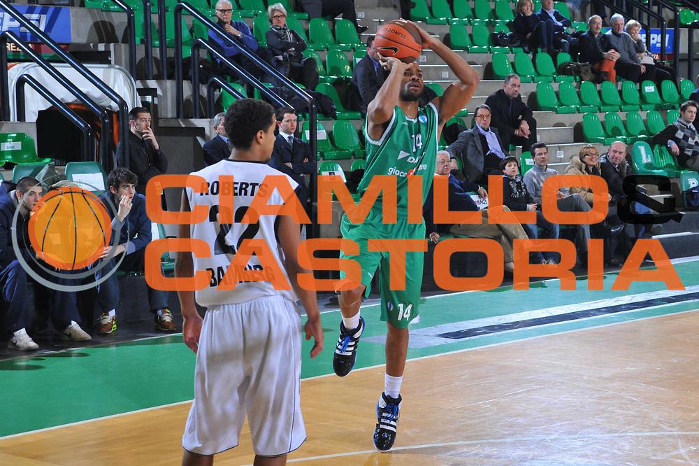 DESCRIZIONE : Treviso Eurocup 2009-10 Last 16 Benetton Gioco Digitale Brose Basket<br /> GIOCATORE : Gary Neal<br /> SQUADRA : Benetton Gioco Digitale<br /> EVENTO : Eurocup 2009 - 2010<br /> GARA : Benetton Gioco Digitale Brose Basket<br /> DATA : 09/03/2010<br /> CATEGORIA : Tiro<br /> SPORT : Pallacanestro<br /> AUTORE : Agenzia Ciamillo-Castoria/M.Gregolin<br /> Galleria : Eurocup 2009<br /> Fotonotizia : Treviso Eurocup 2009-10 Last 16 Benetton Gioco Digitale Brose Basket<br /> Predefinita :