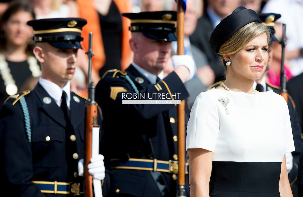 1-6-2015 WASHINGTON - King Willem-Alexander and Queen Maxima at Remembrance and wreath Arlington Military Cemetery . The royal couple begins a three-day official visit. Official Visit to the Usa of King Willem Alexander and Queen Maxima of the Netherlands from 31 may till 4 june 2015 . COPYRIGHT ROBIN UTRECHT