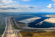 Nederland, Zuid-Holland, Rotterdam,  15-07-2012; Aanleg Maasvlakte 2. Contouren van de nieuwe havenbassins en kades. Links de zogenaamde zachte zeewering bestaande uit opgespoten duinen beplant met helm. Aan de horizon de bestaande Maasvlakte. .Expansion of the Port of Rotterdam, the second Maasvlakte. The contours of the new harbor basins with quays and the so-called soft seawall, artificial dunes with haram grass..luchtfoto (toeslag); aerial photo (additional fee required); .foto Siebe Swart / photo Siebe Swart