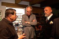 29 JUN 2004, BEHLENDORF/GERMANY:<br /> Guenter Grass (L), Schriftsteller, Prof. Dr. Peter Glotz (M), Professor für Medien und Gesellschaft, Universitaet St. Gallen, Markus Luepertz (R), Kuenstler, Rektor  der Staatlichen Kunstakademie Duesseldorf, im Gespraech, im Atelier von Grass<br /> IMAGE: 20040629-01-004<br /> KEYWORDS: Markus Lüpertz, Günter Grass
