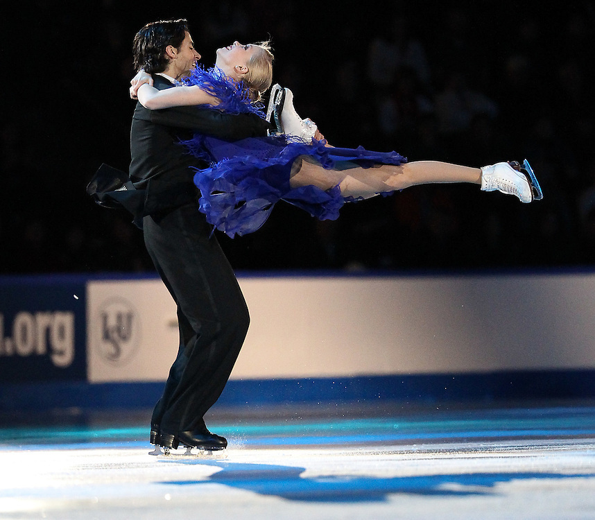 GJR470 -20111030- Mississauga, Ontario,Canada-  Kaitlyn Weaver and Andrew Poje of Canada perform during the Exhibition Gala at Skate Canada International, in Mississauga, Ontario, October 30, 2011.<br /> AFP PHOTO/Geoff Robins