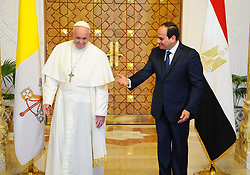 April 28, 2017 - Cairo, Egypt - Egyptian President ABDEL FATTAH AL-SISI welcomes POPE FRANCIS upon the latter's arrival at the presidential palace in Cairo, during an official visit. Pope Francis began a visit to Egypt to promote 'unity and fraternity' among Muslims and the embattled Christian minority that has suffered a series of jihadist attacks. (Credit Image: © Egyptian President Office/APA Images via ZUMA Wire)