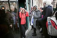 Nederland. Den Haag, 3 maart 2010.<br /> Een groep Haagse inwoners brengt in het stembureau aan de Dagelijkse Groenmarkt met een hoofddoekje op een stem uit voor de gemeenteraadsverkiezingen. De Hagenaars kwamen op het idee naar aanleiding van het voorstel van de PVV om het dragen van hoofddoekjes te verbieden in openbare gebouwen. gemeenteraadsverkiezingen; lokale politiek; politiek; protest; demonstratie; pvv; partij voor de vrijheid; geloof; religie; islam; islamisering, hoofddoekje, hoofddoekjes<br /> Foto Martijn Beekman