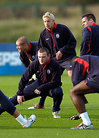 Fotball<br /> Foto: SBI/Digitalsport<br /> NORWAY ONLY<br /> <br /> Trening England 05.10.2004<br /> <br /> England's Wayne Rooney (L) and Alan Smith will hope to be given a chance against Wales.