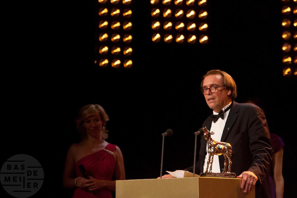 Arnold Heslenfeld houdt de overwinningstoespraak voor het winnen van de Gouden Kalf voor de beste film. Op de laatste avond van het Nederlands Film Festival NFF worden de Gouden Kalveren uitgereikt, Nederlands hoogste filmprijs.<br /> <br /> Arnold Heslenberg is having the winners speak for his movie Black Butterflies. The Gouden Kalf (Golden Calf), the award for the best movie, is presented at the gala on the last evening of the Nederlands Film Festival in Utrecht. Carice van Houten won her fifth Gouden Kalf, a record.