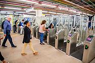 ROTTERDAM - metro in rotterdam , Nieuwe stationshal centraal station Rotterdam. Reizigers checken in en uit, inchecken en uitchecken bij poortjes tourniquettes.  ROBIN UTRECHT