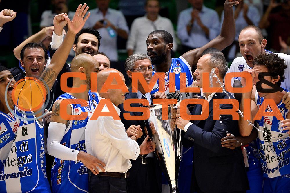 DESCRIZIONE : Sassari Lega Serie A 2014/15 Beko Supercoppa 2014 Finale Dinamo Banco di Sardegna Sassari EA7 Emporio Armani Milano<br /> GIOCATORE : Team Stefano Sardara<br /> CATEGORIA : Premiazione<br /> SQUADRA :&nbsp;Dinamo Banco di Sardegna Sassari<br /> EVENTO :&nbsp; Beko Supercoppa 2014 <br /> GARA : Dinamo Banco di Sardegna Sassari EA7 Emporio Armani Milano <br /> DATA : 05/10/2014 <br /> SPORT : Pallacanestro <br /> AUTORE : Agenzia Ciamillo-Castoria/Max.Ceretti<br /> Galleria : Lega Basket A 2014-2015 <br /> Fotonotizia : Sassari Lega Serie A 2014/15 Beko Supercoppa 2014 Finale Dinamo Banco di Sardegna Sassari EA7 Emporio Armani Milano<br /> Predefinita :