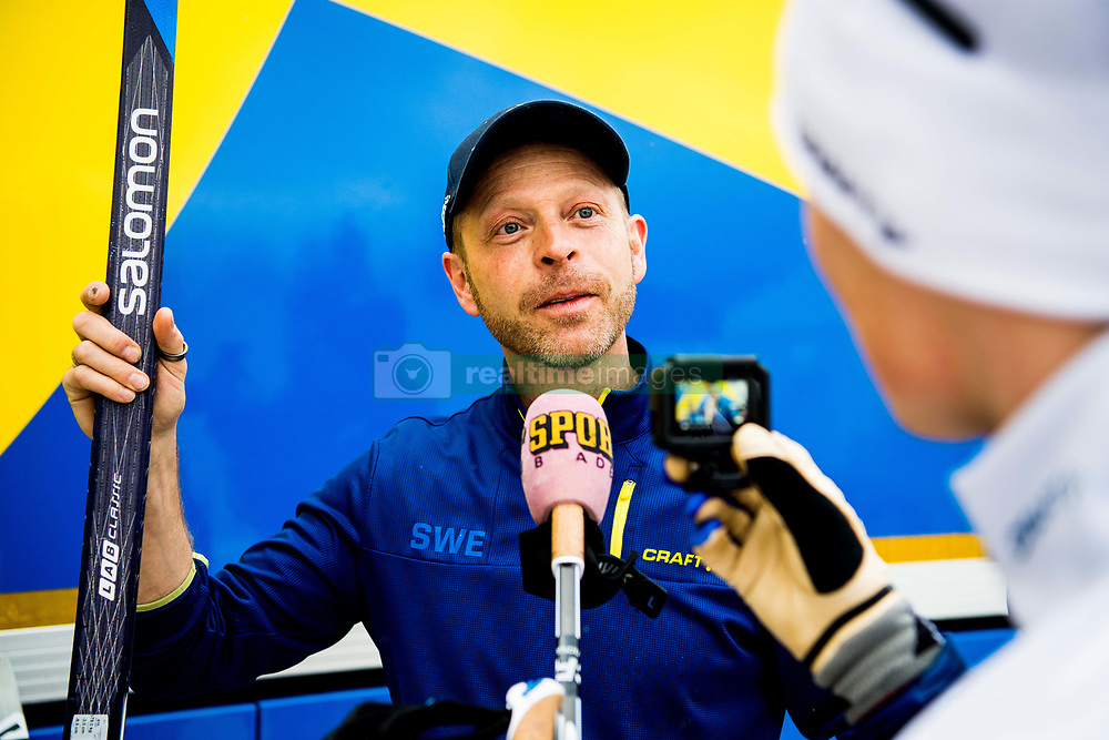 January 2, 2018 - Oberstdorf, GERMANY - 180102 Jens Burman of Sweden interviews a swedish vaxer with the microphone hood of Sportbladet on a skiing pole ahead of a training session during Tour de Ski on January 2, 2018 in Oberstdorf..Photo: Jon Olav Nesvold / BILDBYRN / kod JE / 160117 (Credit Image: © Jon Olav Nesvold/Bildbyran via ZUMA Wire)